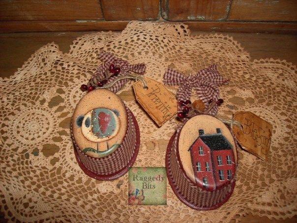 Prim Sheep and Saltbox House Tins | www.raggedy-bits.com
